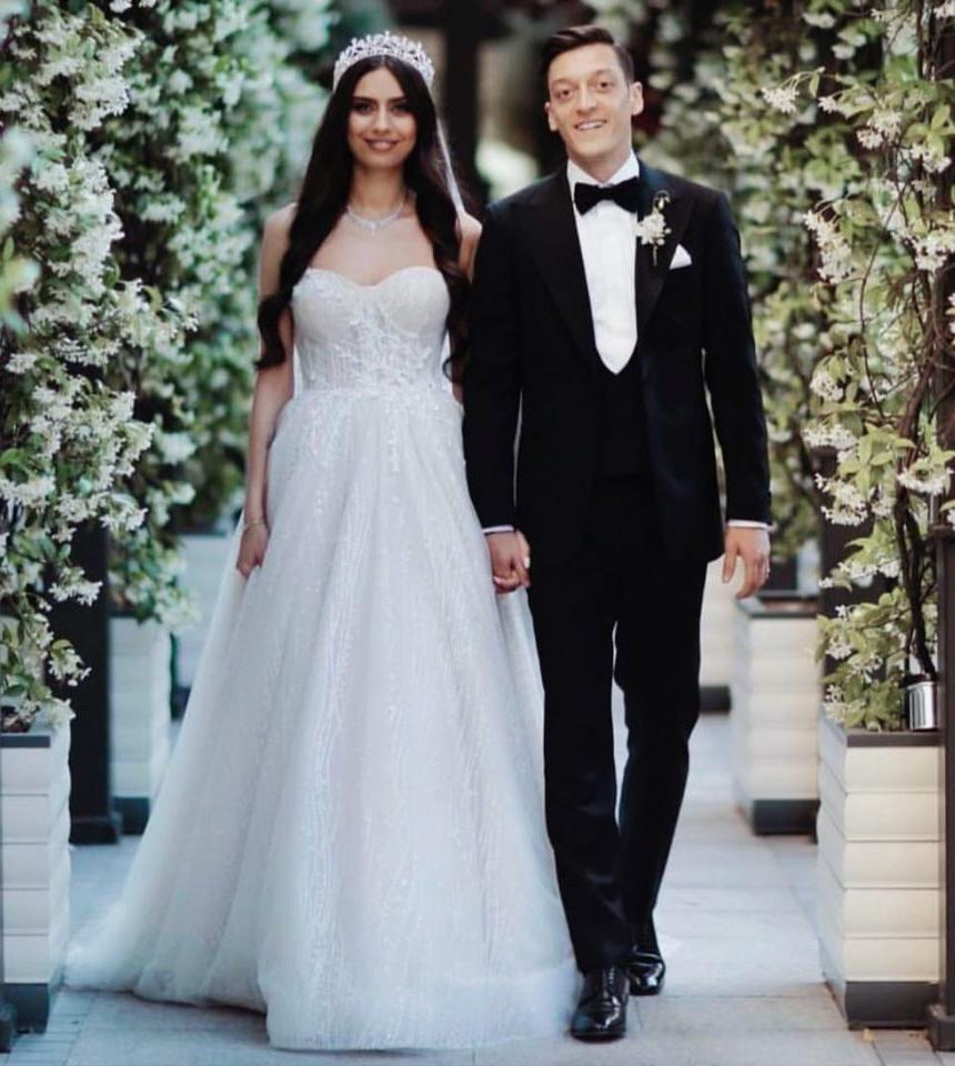Mesut Ozil's wedding suit