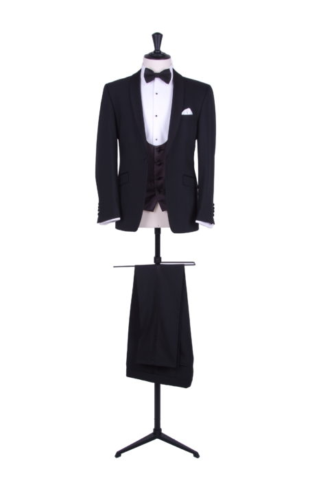 Grooms tuxedo dinner suit for wedding.